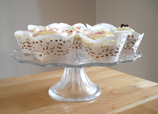 How to make cupcake cases from doilies…