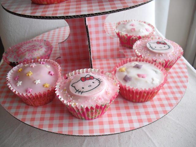 Hello Kitty Birthday Cupcakes.. ♥