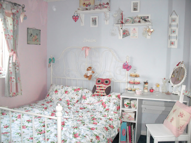 New Furniture and My Shabby Chic Bedroom Tour.. ♥