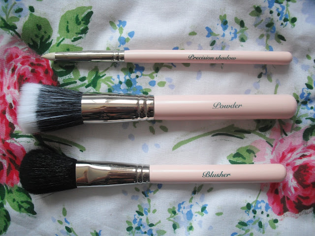 The Vintage Cosmetic Company Make Up Brushes.. ♥