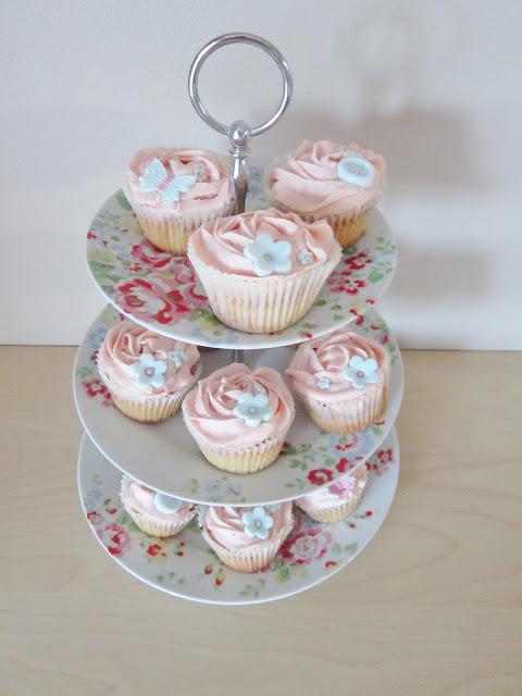 Pink Vanilla Buttercream Cupcakes ♥