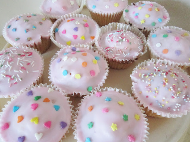 National Cupcake Week – Iced Pink Fairy Cakes with Wilton Sprinkles ♥