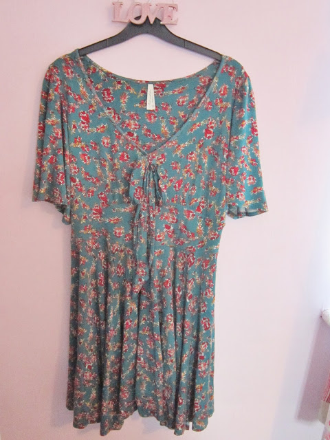 8 Dresses for 8 Pounds – eBay Bargains ♥