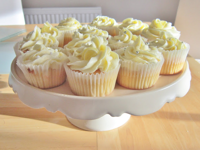Tangy Lemon Buttercream Cupcakes ♥