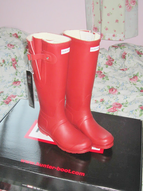 Hunter Original Wellington Boots in Military Red