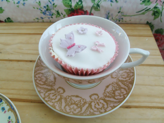 I made Vintage Tea Party Cupcakes & my new Cake Stand Set ♥