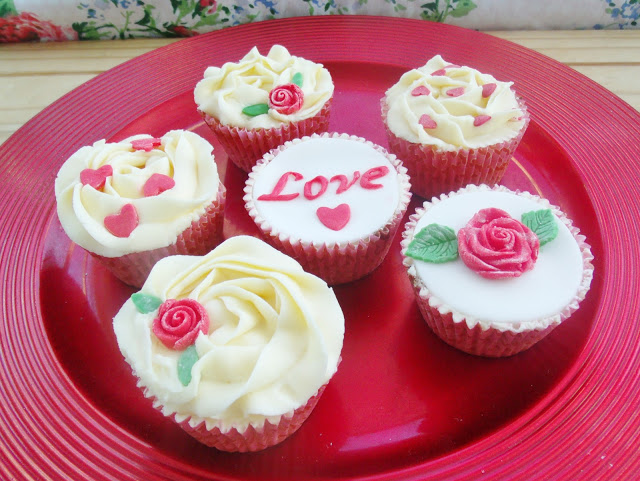 Romantic Love Cupcakes & Heart Shaped Victoria Sponge Cake ♥