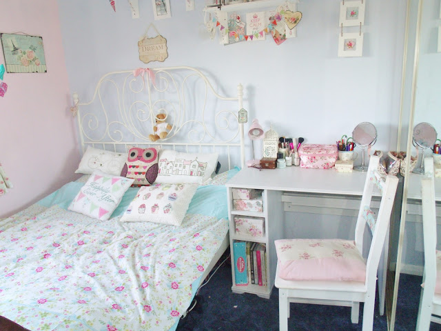 Where I blog – My Bedroom ♥