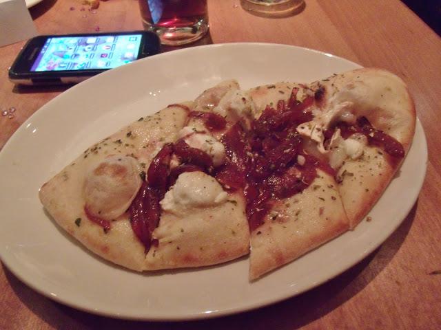 #BirminghamBloggerMeetUp Photos – The Meal, Goodie Bag, & Cake! ♥