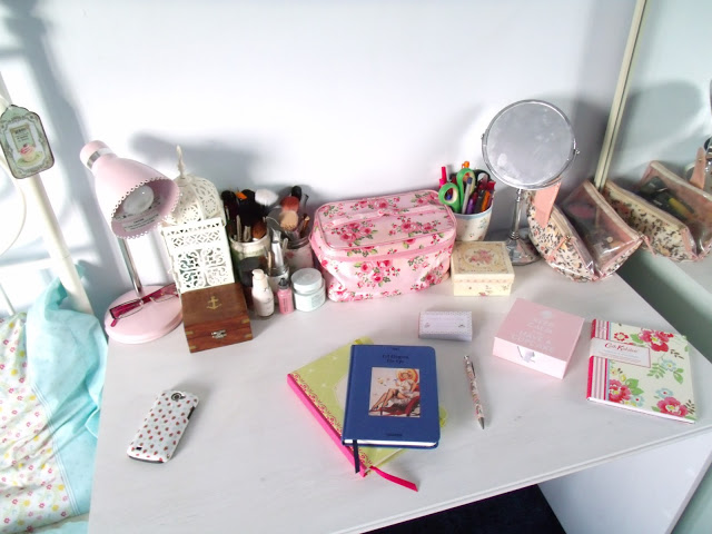 My Desk, New Diary, & Pretty Stationery ♥