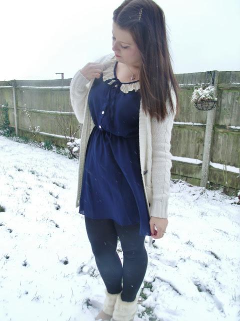 Crinkle Collared Dress – Snowy OOTD ♥
