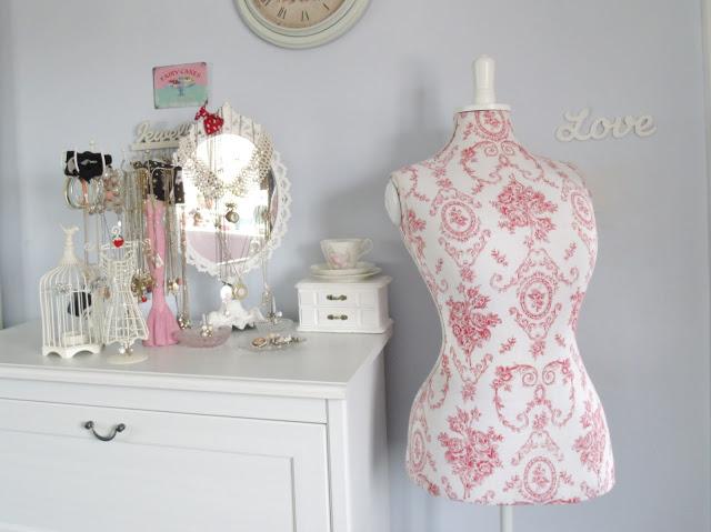 Vintage Style Floral Pink Mannequin ♥