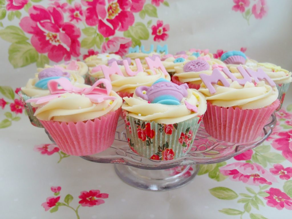 Lemon Drizzle Cake & Mothers Day Cupcakes ♥