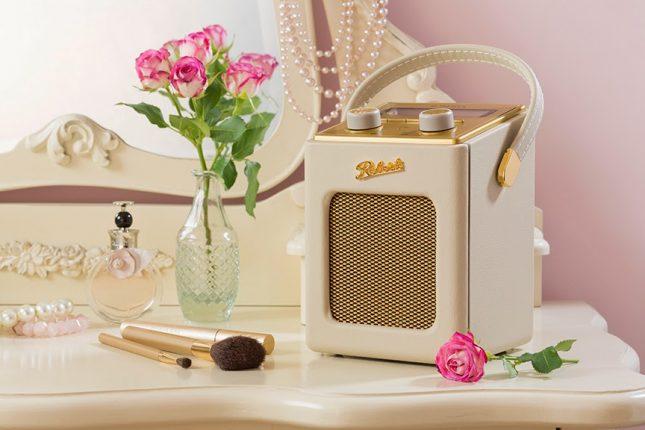 Win a Mini Roberts Revival Radio ♥