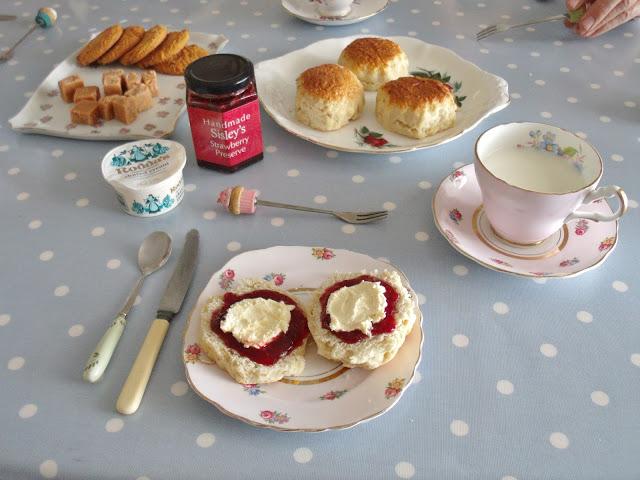 A Traditional Cornish Cream Tea ♥
