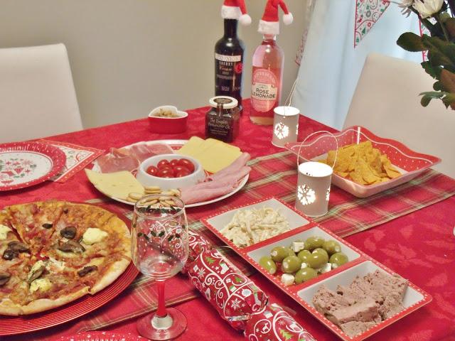 A Festive Dinner/Dessert Table ♥