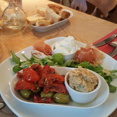 The Old Thatched Inn at Adstock Review