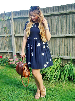 Navy blue daisy floral dress outfit