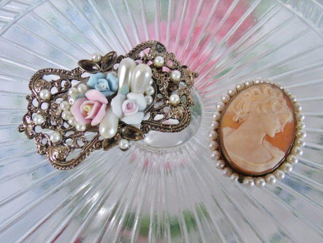 7 Reasons to Buy Vintage Jewellery *
