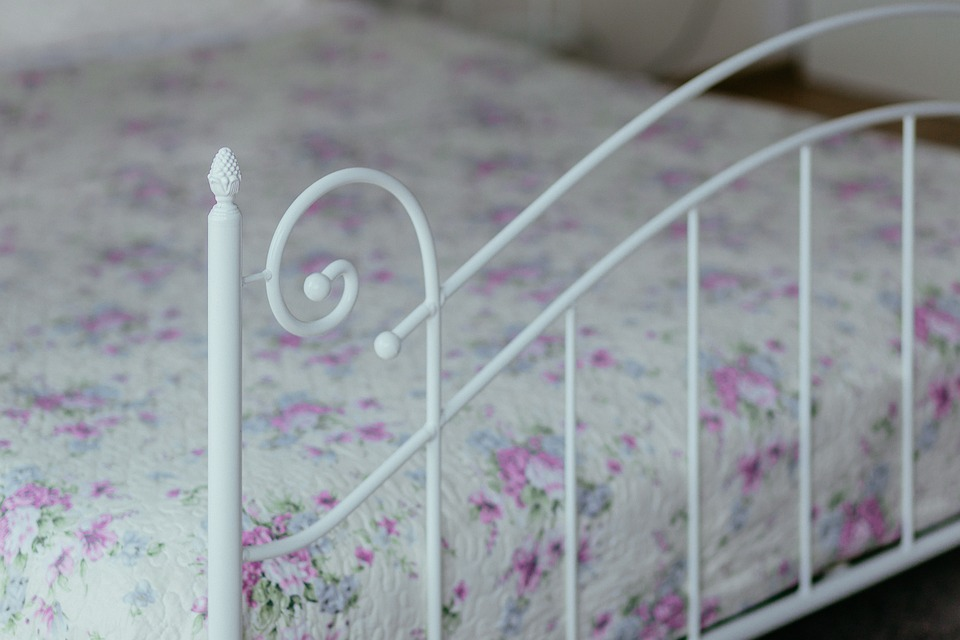 How To Choose A Bed Frame *