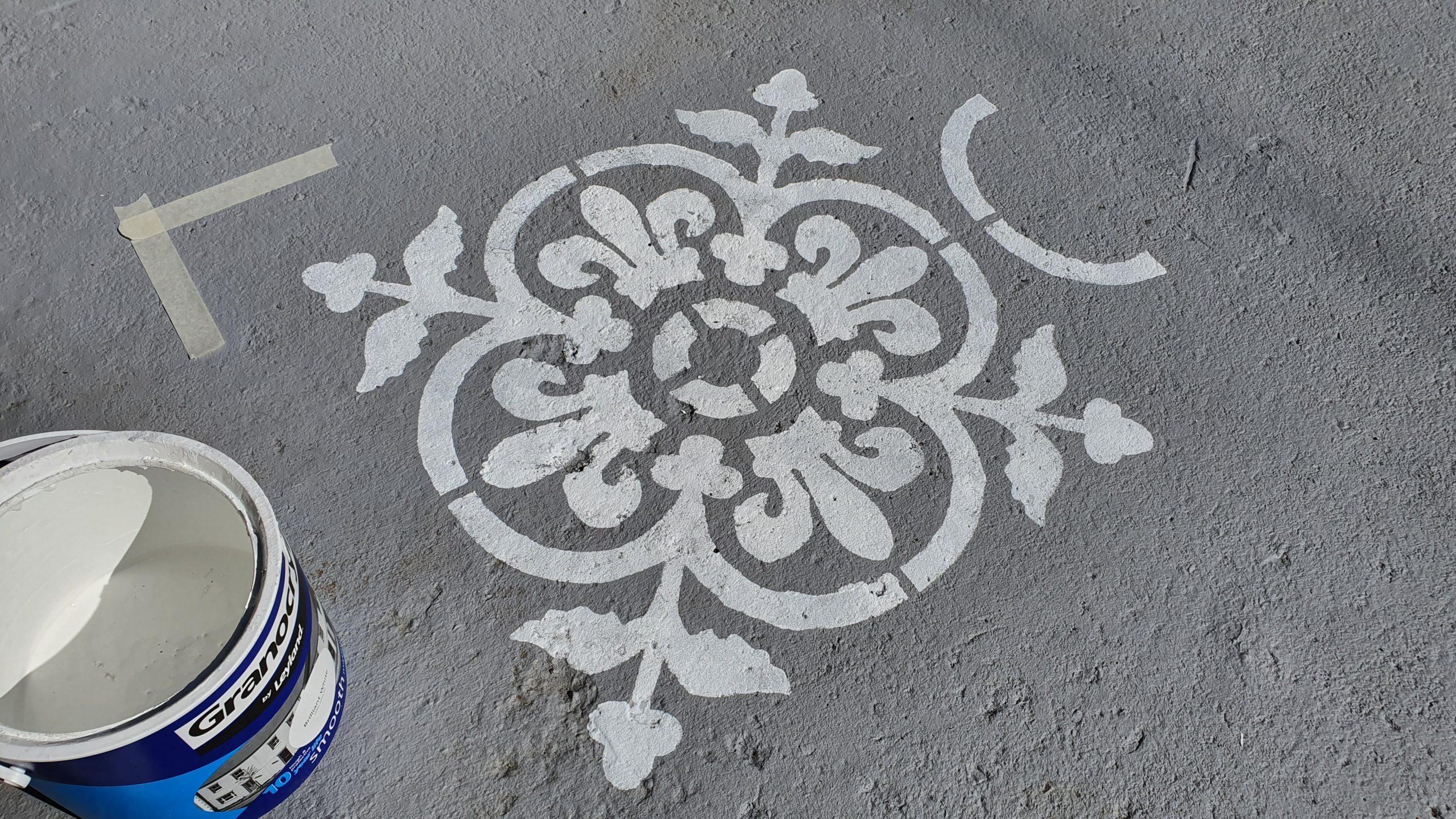 dizzy duck stencil patio